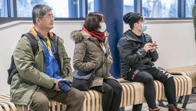Honkongā stājas spēkā divu nedēļu karantīna visiem no Ķīnas iebraukušajiem