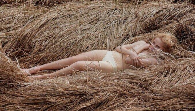 Манифестация моды начнется с показа сексуального белья и купальников