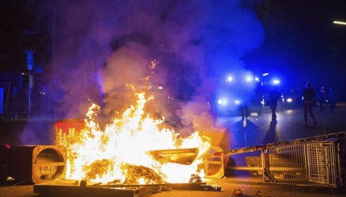 ФОТО: В Гамбурге возобновились стычки с полицией
