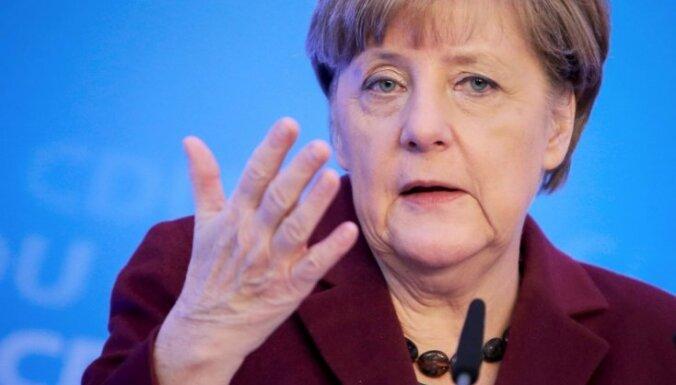 Merkele: Grieķijai ieslīgs 'haosā', slēdzot robežas bēgļiem