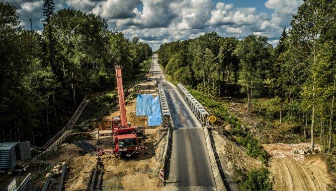 Lange: autoceļu būvniecības iepirkumos cenas samazinājušās vidēji par 20%