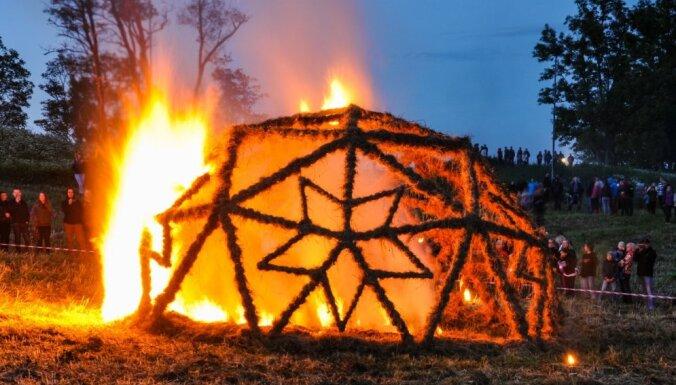 Madonas pusē saulgriežus sagaidīs Uguns skulptūru festivālā