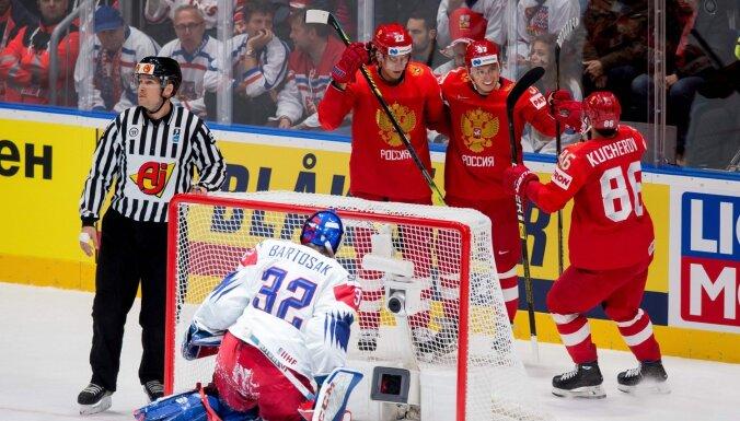 Bratislavas grupas līderu duelī Krievija pārliecinoši apspēlē Čehiju