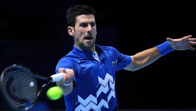 Džokovičs iekļūst 'ATP Finals' pusfinālā
