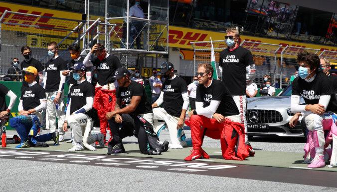 """Расистский скандал в """"Формуле-1"""": шесть пилотов не встали на колено перед первой гонкой сезона"""