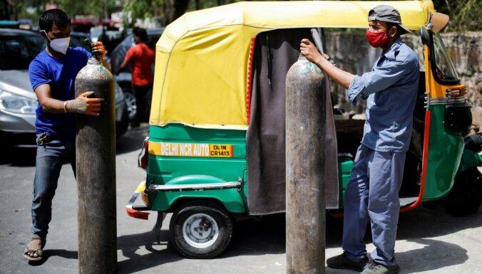 Covid-19: Indijas galvaspilsētā smagās situācijas dēļ ievieš 'lokdaunu'; sāks vakcinēt visus pilngadīgos