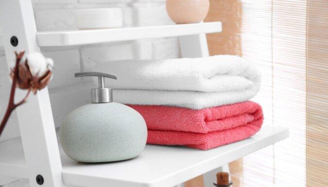 Ja nav skapja: sešas idejas dvieļu glabāšanai vannasistabā