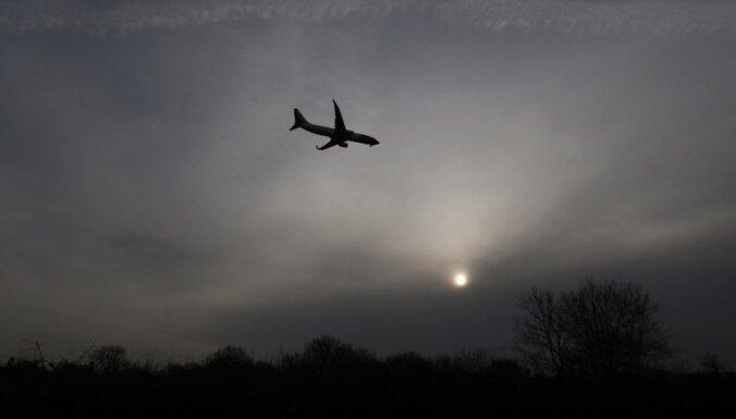 Londonas Getvikas lidostas skrejceļu slēdz izplūdušas eļļas dēļ