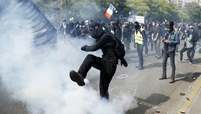 """Задержан лидер """"желтых жилетов"""" в Париже"""