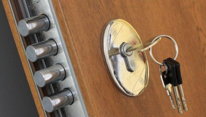 В Риге активизировались квартирные воры, вскрывающие в дверях замки-пауки