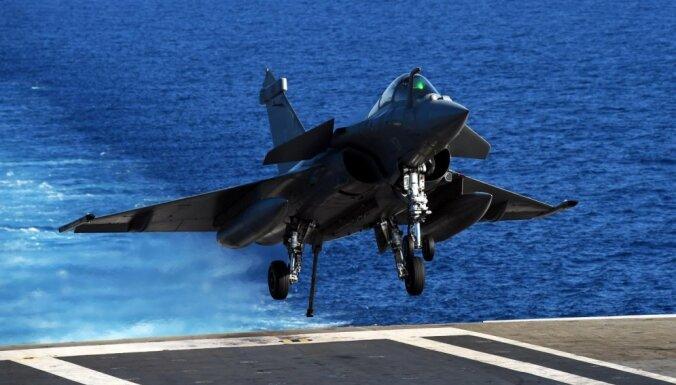 """Истребители с авианосца """"Шарль де Голль"""" нанесли удары по ИГ в Ираке"""