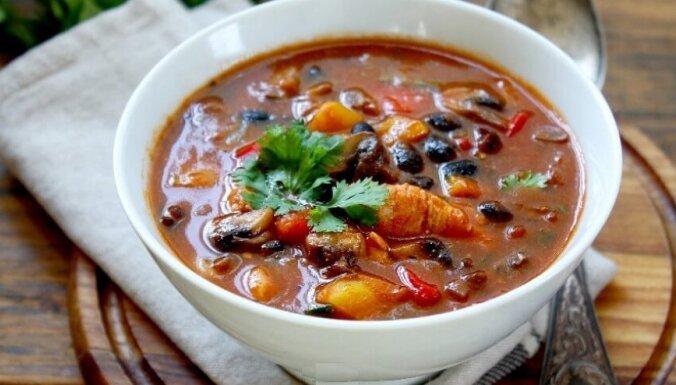 Ātrā vistas-tomātu zupa ar pupiņām kaloriju skaitītājiem