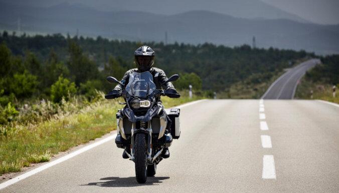 Saeimas komisija rosinās labot Covid-19 laika motobraukšanas apmācību noteikumus
