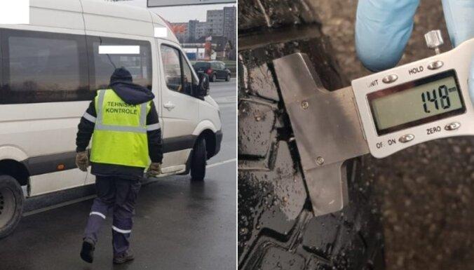 Foto: Ziemas riepu reidā Rīgā deviņiem auto atņemta tehniskās apskates uzlīme