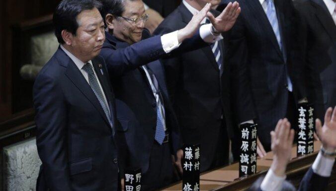 Japānas premjerministrs iekļuvis autoavārijā