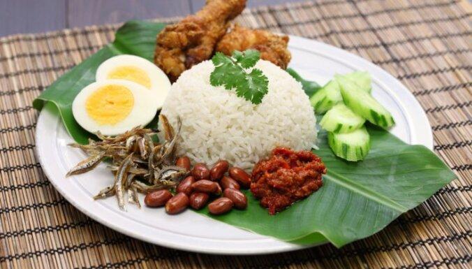 Kokosriekstu piena rīsi ar anšovu čili mērci malaiziešu gaumē - 'nasi lemak'