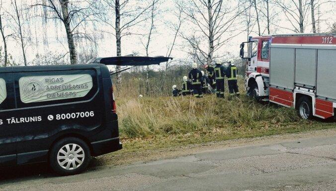 Трагическое ДТП в Риге: водитель погиб, пассажирка скончалaсь в больнице