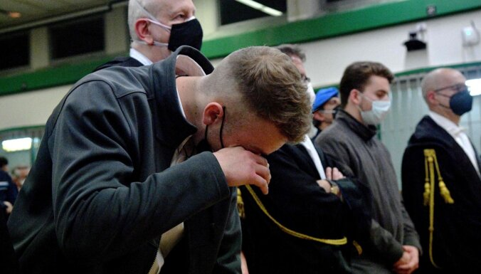 Par policista slepkavību Itālijā uz mūžu notiesā amerikāņu jauniešus