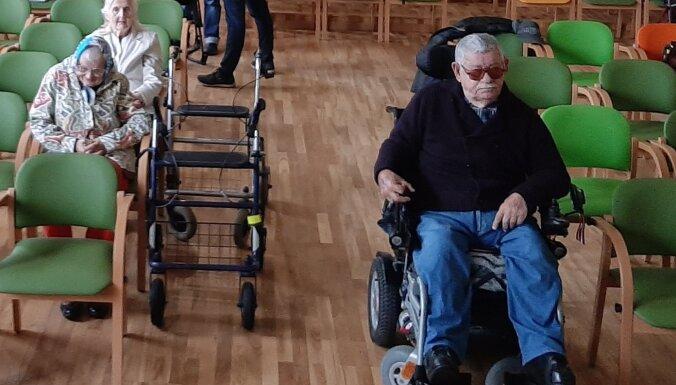 Спасибо, что живой? Молодые рижане сняли фильм про мечты пожилых