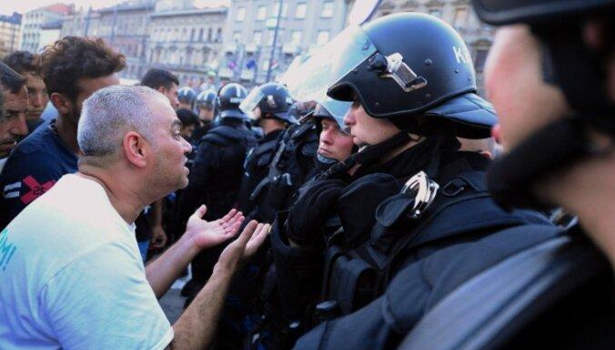 "Тысячи жителей Будапешта протестуют против ""закона о рабстве"""