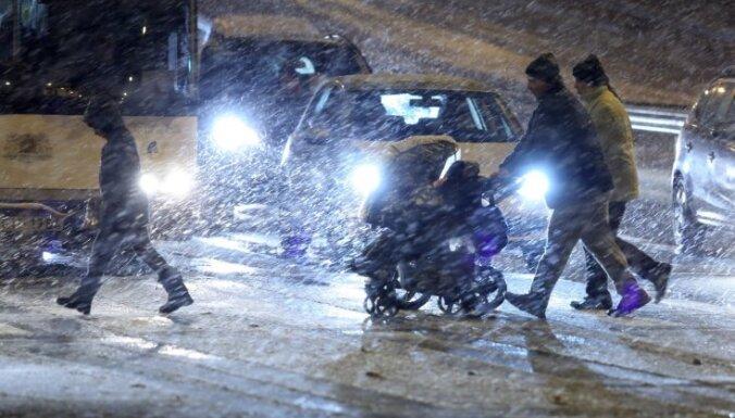 Синоптики предупреждают об обильном снегопаде в Риге