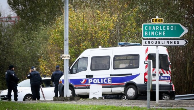 Autobusā Briselē ar nazi bruņota sieviete uzbrukusi pasažieriem