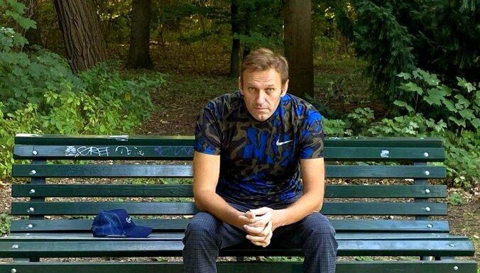 Navaļnijs pēc izrakstīšanas no slimnīcas devies uz parku