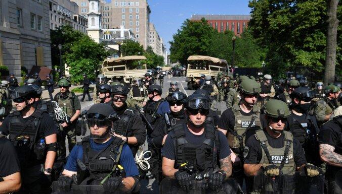 Вежливые люди в Вашингтоне: силовики без знаков отличия породили слухи и критику