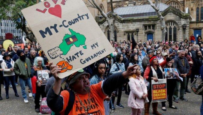 Foto: Protesta gājiens Austrālijā pret apsargu cietsirdību nepilngadīgo aizturēšanas centrā