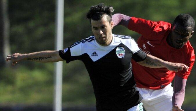 Saeima piešķir Latvijas pilsonību argentīniešu futbolistam Torresam