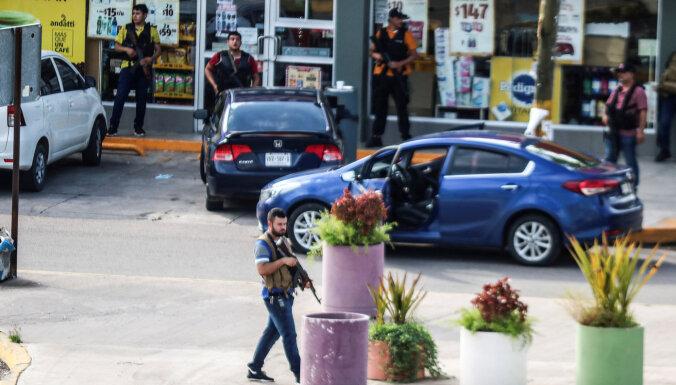 """В Мексике бандиты отбили у полиции сына наркобарона """"Коротышки"""""""