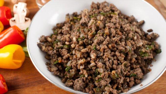 Kā panākt, lai maltā gaļa mērcē saglabātos īpaši sulīga