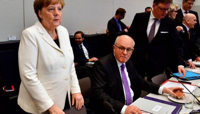 Merkele pārvēlēta kanclera amatā un devusi zvērestu