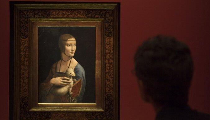 Aicina aplūkot pasaulslavenu muzeju un mākslinieku izstādes uz lielā ekrāna