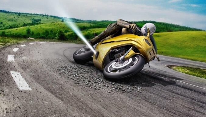 Video: Motociklu no apgāšanās 'Bosch' glābs ar 'reaktīvo dzinēju'