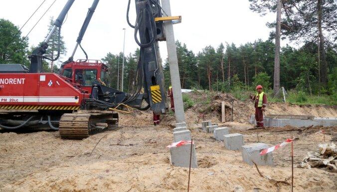 ФОТО: Началось строительство важного путепровода в Саркандаугаве