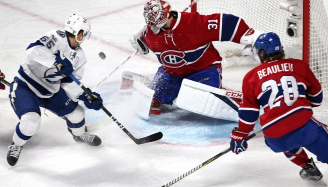 'Lightning' hokejisti ar uzvaru saglabā cerības iekļūt Stenlija kausa izcīņā