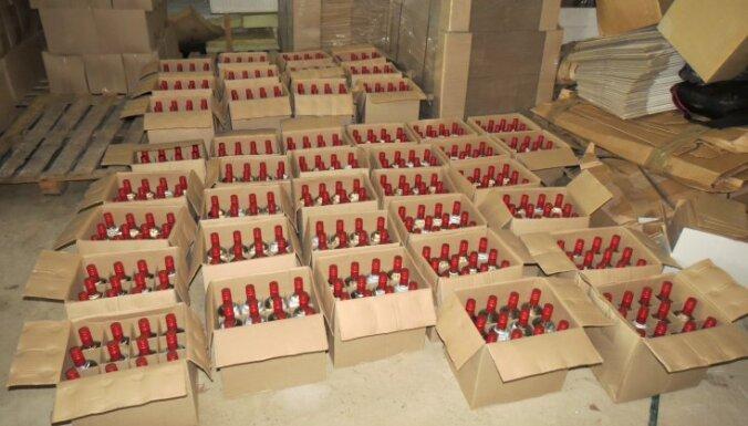 Foto: Policisti Kuldīgā atklāj nelegālā alkohola ražotni