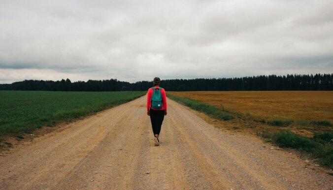 Ceļā ar Baronu: noslēdzies 800 kilometru garais pārgājiens no Tartu līdz Dundagai