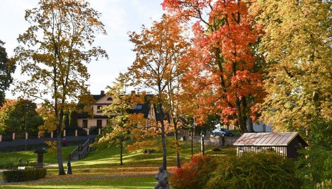 Завораживающие виды: Как выглядит золотая осень в Кулдиге (ФОТО)