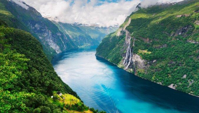 Ūdenskritums Norvēģijā, ko apvij stāsts par septiņām māsām – vecmeitām