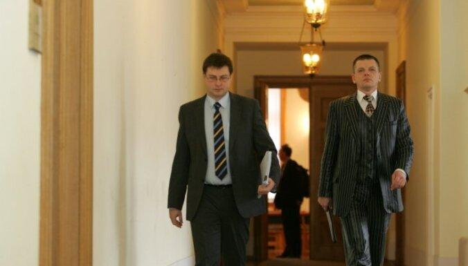 Dombrovskis attaisno Repšes 'aģitāciju'