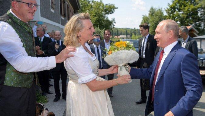 Ar Putinu dejojusī bijusī Austrijas ministre Kneisla nominēta darbam 'Rosneft'