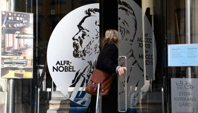 Nobela prēmijas literatūrā pasniegšanu varētu atlikt vairāk nekā par gadu