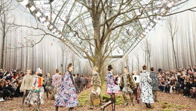 Pasakaini foto: 'Chanel' tērpu skate Parīzē