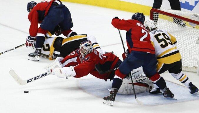Stenlija kauss: 'Capitals' vēlreiz uzvar 'Penguins', 'Senators' nonāk uzvaras attālumā no konferences fināla