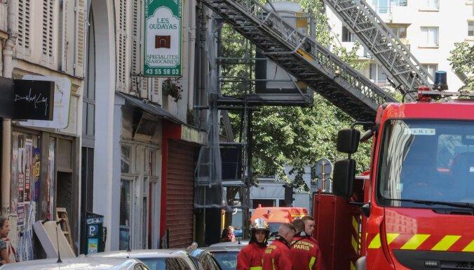 Ugunsgrēkā daudzdzīvokļu ēkā Parīzē trīs bojāgājušie
