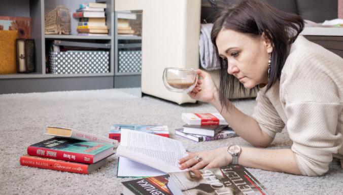 """""""Меня никогда не заставляли читать"""": книгоман Оксана Филатова о своем хобби, блоге и книжном гене"""