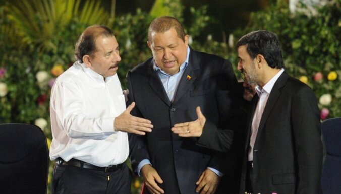 Инаугурацию Ортеги посетили Чавес и Ахмадинеджад