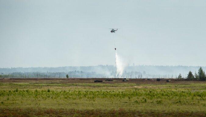 Пожар на Адажском полигоне будут тушить еще несколько дней в светлое время суток